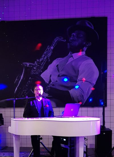 Pianoman Technology Wireless Technology Performance Presenter Occupation Men Music Arts Culture And Entertainment