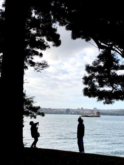 Tree and Sea Frame - Growing Old Together Natural Photo Frame Photographing Each Other Helping Each Other Husband And Wife Scenic View Growing Old Together Silhouette Water Real People Sky Tree Nature Cloud - Sky Two People Leisure Activity Togetherness Adult Sea Outdoors Beauty In Nature The Traveler - 2018 EyeEm Awards Human Connection