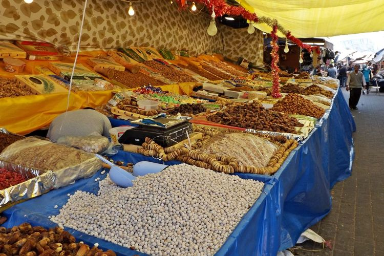 Dattes Lampes Abundance Choice Day Food Food And Drink For Sale Freshness Fruits Secs Fruits Sèches Grain Grains Healthy Eating Heap Large Group Of Objects Marchand Marchandises Market Maroc No People Outdoors Raisins Retail  Variation