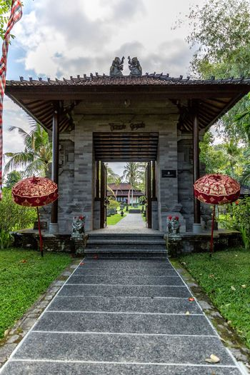 The door to paradise 🌾 Traveling Ubud Bali Luxuryhotel Luxury Canon Resort TheChedi Ghmhotels Hotel Green Vacation Holiday