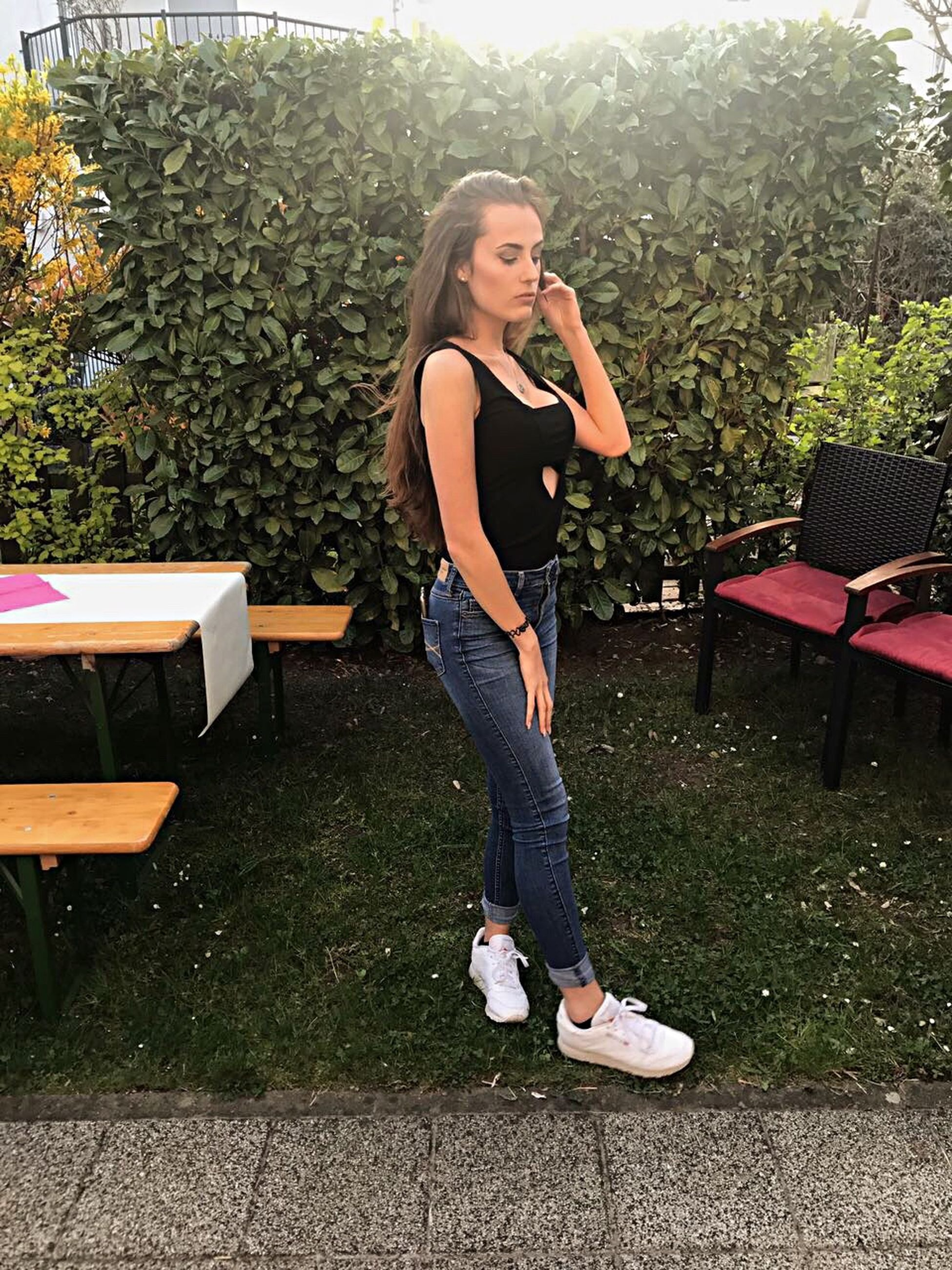 full length, casual clothing, side view, one person, one woman only, only women, outdoors, young adult, leisure activity, one young woman only, beauty, day, adults only, young women, people, adult, connection, nature