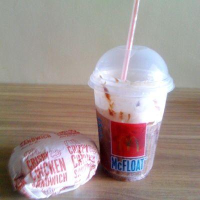 Lets eat! Merienda time :) Mcdochickensandwich Cokefloat