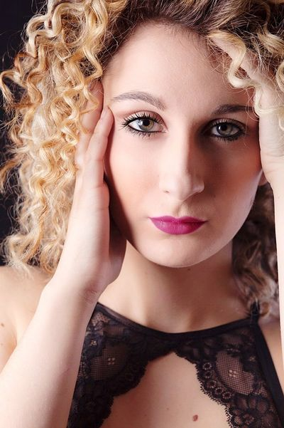 Beauty Make-up Human Face One Person Fashion Fashion Model Beautiful Woman Hair Italy Model Beautiful People Curly Hair Blond Hair Fotografia Italiangirl Sensualgirl Sensual 💕 Sensual_photo Sensualityitalian Sensualità Sensuality Photo Photography Fashion Make-up Deborah