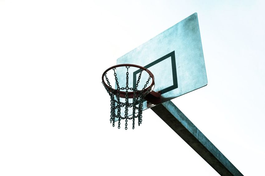 Sportgerät ... Urban Perspectives Summer In The City The Devil's In The Detail Street Photography Urban Photography Streetphoto_color Basketball - Sport Court Basketball Hoop Sport Skill  Leisure Games Close-up Sky Basketball Chain