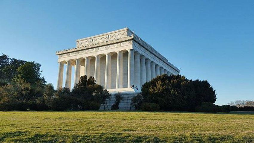 The Lincoln memorial Washingtonmemorial