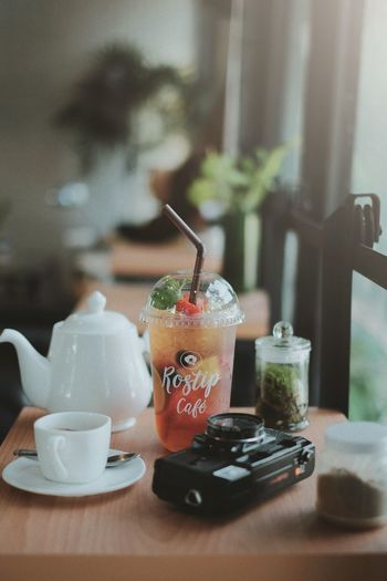 Cafe Drink Cocktail Drinking Glass Drinking Straw Tea - Hot Drink Cafe Ice Cube Table Coffee - Drink Cold Temperature Ice Tea Iced Coffee Cola Soda Drink Can