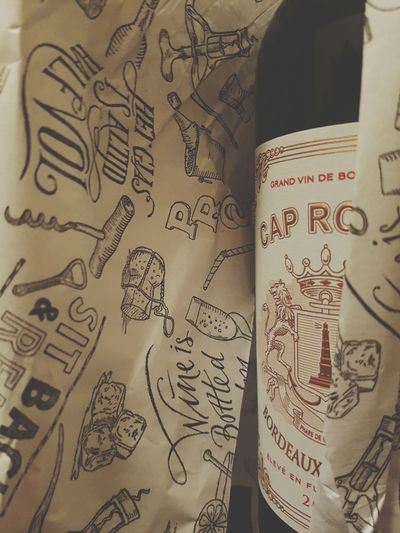 Visual Feast Wine Bottle Bordeaux Grand Vin Het glas is altijd halfvol