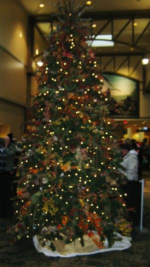 Sorry the picture is blurry. I forgot to turn off the macro mode. But at least now you know what it's like to be nearsited! 😀 My coat got stolen & then some old homeless dude stole my gloves at the laundry mat! A friend of mine took me to the St. Charles Convention Center for a free coat giveaway & Christmas Dinner. I got a brand new coat & 5 pair of gloves! This tree was soo... cool! Christmas Tree Illuminated Christmas Decoration Tradition Christmas Ornament Holiday - Event Christmas Lights Celebration Event Christmas 2016 Christmas Spirit Merry Christmas Everyone