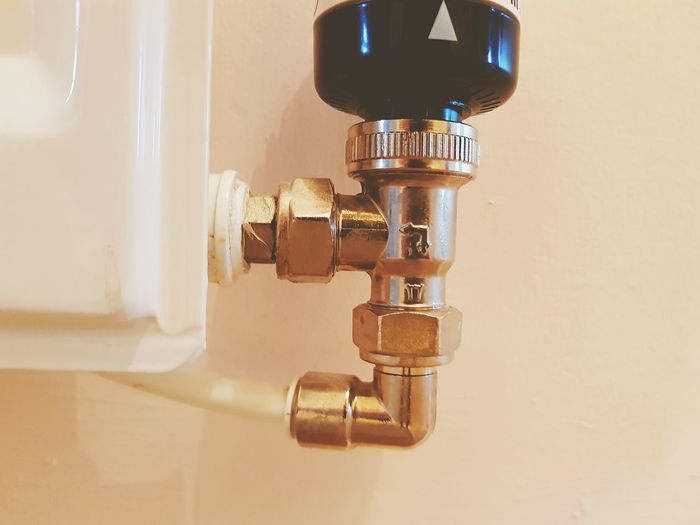 radiator control Radiator Heating Heating System Pipes EyeEm Selects Home Interior Close-up Thermostat Machine Valve Valve Pipeline Pipe - Tube Plumber Water Pipe