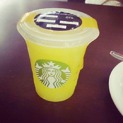Não tinha Frapuccino , vai suco de laranja mesmo... Hehehe Starbucks Juice Cookie cake