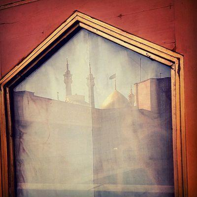 . به صحرا بنگرم، صحرا ته بینم به دریا بنگرم، دریا ته بینم به هرجا بنگرم، کوه و در و دشت نشان از قامت رعنا ته بینم . . پنجره حرم حضرت_معصومه قم