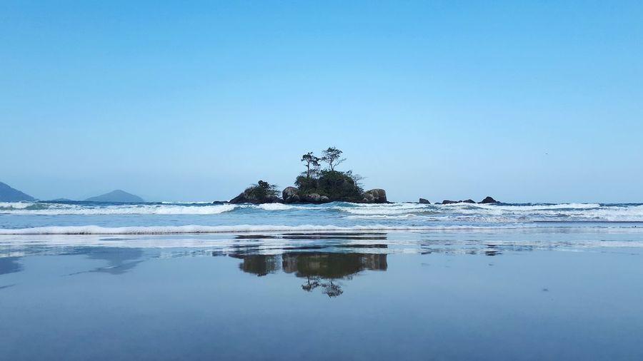 Praia de Castelhanos, litoral leste de Ilhabela, São Paulo, Brasil 🇧🇷🔰🌎🏝 Brazil Ilhabela Ilhabela - Brasil Brazil Beach Water Sea Tranquility Reflection Nature Beauty In Nature Scenics