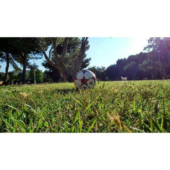 Oufarkha Whpmonochromatic XPERIA ICAN Ball Football VSCO Vscocam Vscogood Good Goodmorning Buenosdias Beautiful Amazing Marrakech Morocco Instasize Instagood Ig_valencia Ig_4every1 València Valenfornia SPAIN Sea Love balon