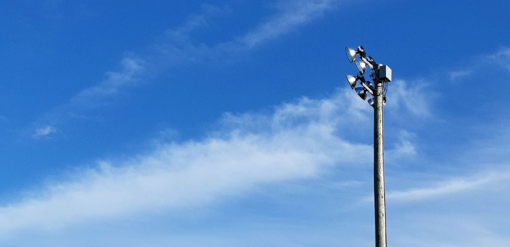 When the lights aren't needed 09.09.2018 Lines And Angles Contrast Sports Lights Blue Sky Cloud - Sky Floodlight