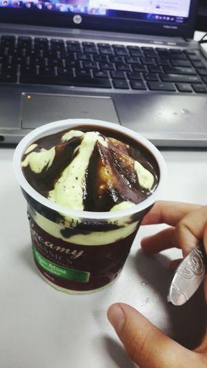 Day 278: ngày lễ đi làm được sếp mua kem đem lên cho măm :3