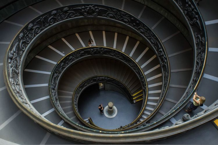旋转 EyeEm Selects Architecture Built Structure Spiral Spiral Staircase Staircase Steps And Staircases Indoors  Travel Destinations Metal
