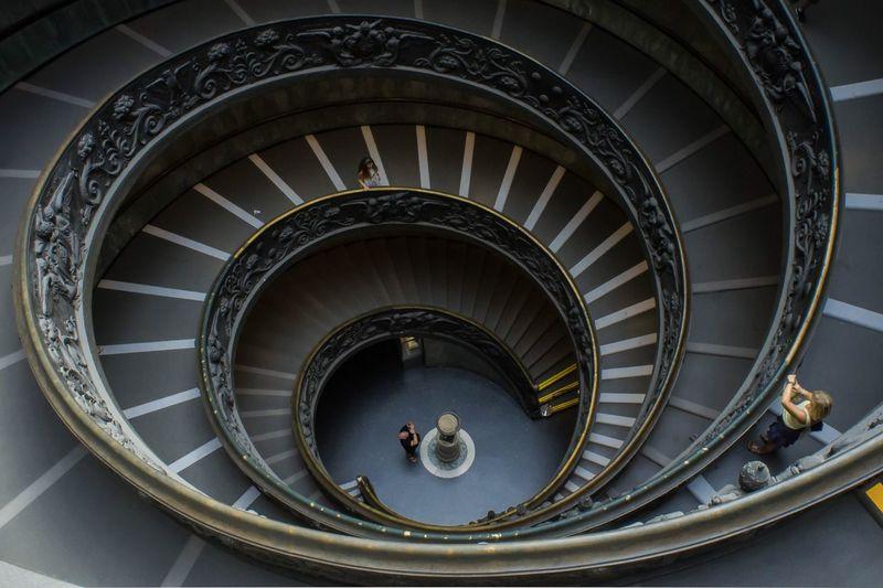 旋转 EyeEm Selects Architecture Built Structure Spiral Spiral Staircase Staircase Steps And Staircases Indoors  Travel Destinations Metal