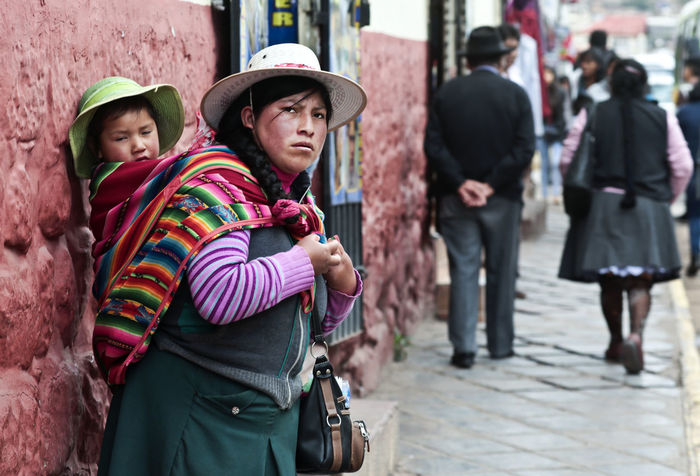 Peru Mother And Child Peruvian Peruvian Bag Peruvian Costume Peruvian Culture Peruvian Woman With Kid