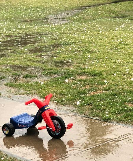 Después de una lluvia de granizo. Despues De La Lluvia Después De La Tormenta, Llega La Calma Lluvia De Granizo Water Nature Day Splashing Outdoors Motorcycle Wet