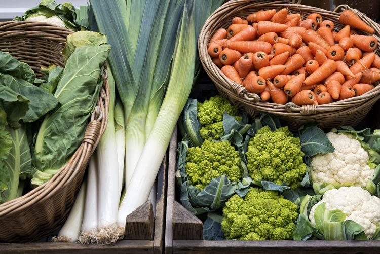 Fresh Vegetables Healthy Eating Freshness Cauliflower Carrots Cabbage Romanesco Romanesque Romanesco Broccoli Veggie Veggies Vegetarian Diet Nutrition Delicious Fresh Natural Organic Vegetable Vegetables Low Calories Healthy Healthy Food Farmer's Market Market Food