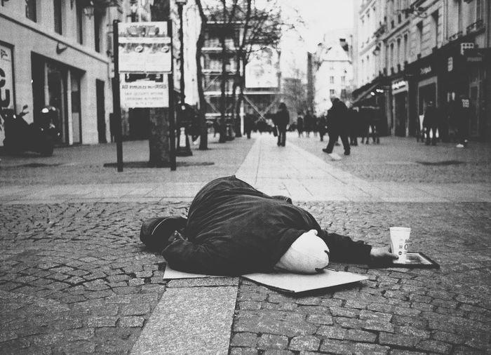 shamsy sharlezya Fuckyousystem Tristesse Monde Pauvreté Face à Face Mirroir Sadness The Photojournalist - 2018 EyeEm Awards