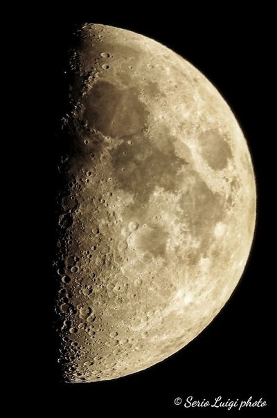 Genova ore 21.03 primo quarto illuminazione 50%, età 7 giorni Astronomy Space Half Moon Crescent Moon Clear Sky Space Exploration Moon Surface Exploration Discovery