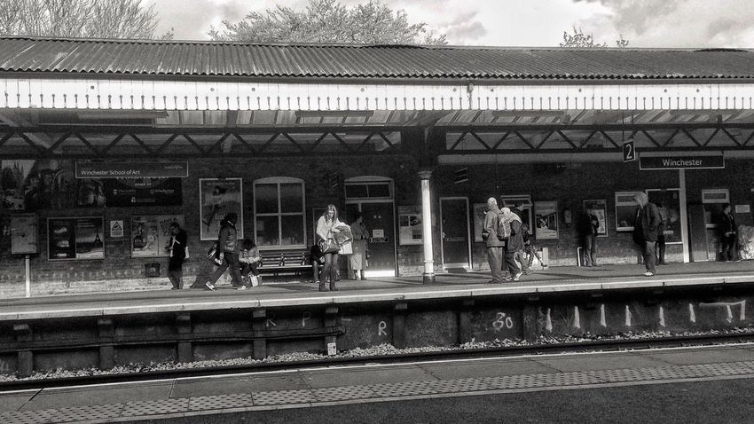 Winchester Train Station Lenka Snapseed Travelling Traveling Black And White Eye4black&white  Blackandwhite Monochrome