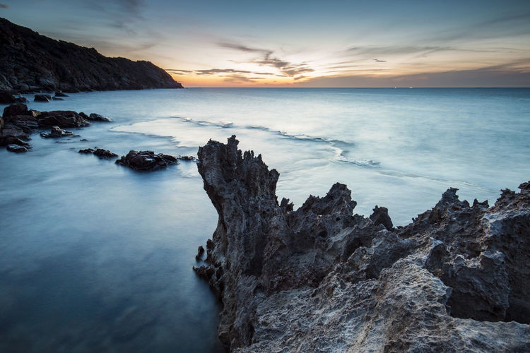Sea dawn Vinh Hy, Ninh Thuan, Viet Nam Dawn Of A New Day HeritageVillage Sea And Sky Seascape Stockphotography Sunrise Travel Photography Vietnam