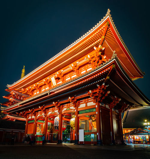 Illuminated senso-ji buddhist temple in asakusa at night