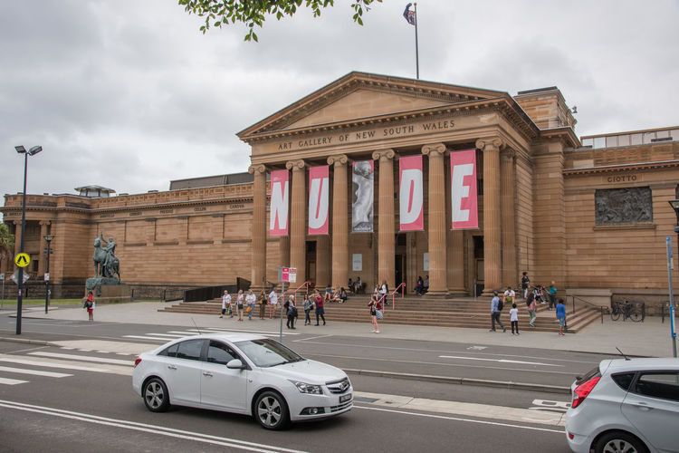 Sydney,NSW,Australia-November 19,2016: Architecture of the Art Gallery of New South Wales and tourists in Sydney, Australia Architecture Australia Bronze Entrance Exploring Sign Statue Tourist Attraction  Tourists Architectural Column Art Gallery Art Gallery Of New South Wales Art Museum Building Exterior Column Freestone Real People Real People, Real Lives Sculpture Stonework Sydney Thracyte Tourism Travel Destinations Vernon Building