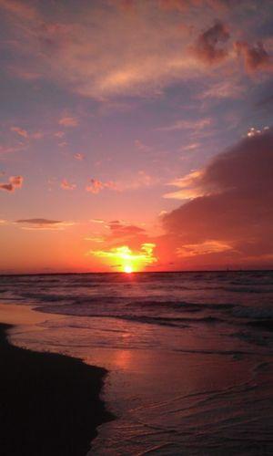 日本海 夕景 夕方ふぇち 20151006🐾👣 秋晴れドライブ🚗 風景 Love Japan 内灘海岸 Scenery 夕方 Best Moment 海 夕方の海 夕景 夕日 Evening Sun Evening Sky Nature Wave Landscape Outdoors Water Cloud - Sky Sun Tranquility