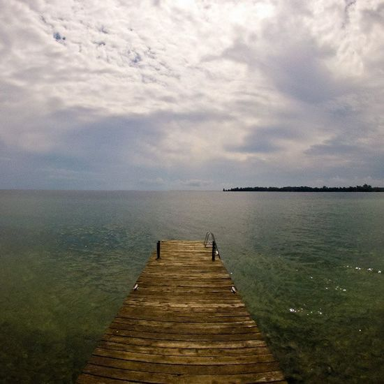 Lateafternoon before a storm on Lakeontario  . Going sailing on this long weekend --- see ouy on Tuesday. Igersottawa