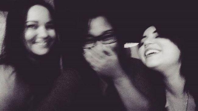 """""""A amizade é um amor que nunca morre."""" 🎀🌹💕 VSCO Vscobrazil Instafilter Happy Lindas Amigas Família Amizade Prasempre Smile Always Happiness Monike Pri Gatonas Amodemais Sobreontem"""
