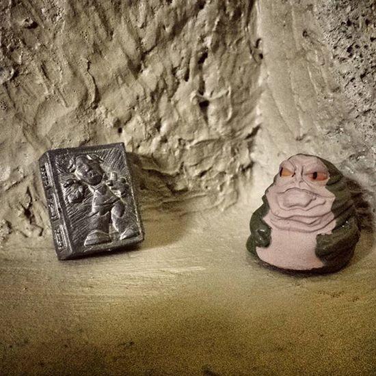 My favorite decoration* Jabba Jabbathehut Hutt Han Hansolo Solo Carbonite FrozenInCarbonite Bounty Sandtooine Tatooine Jabbaspalace Starwarsfigures Starwars Starwarsfighterpods Toyphotography *in Huttese
