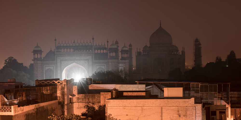 Outlines of the Taj Mahal by Night. Agra, India 2017 Architecture City Cityscape Cultures Cutural Heritage Dome Fog Government History India Indian Culture  Indiapictures Landmark Night Night Lights Nightphotography No People Outdoors Place Of Worship Politics And Government Sky Spirituality Taj Mahal Tranquility Travel Destinations