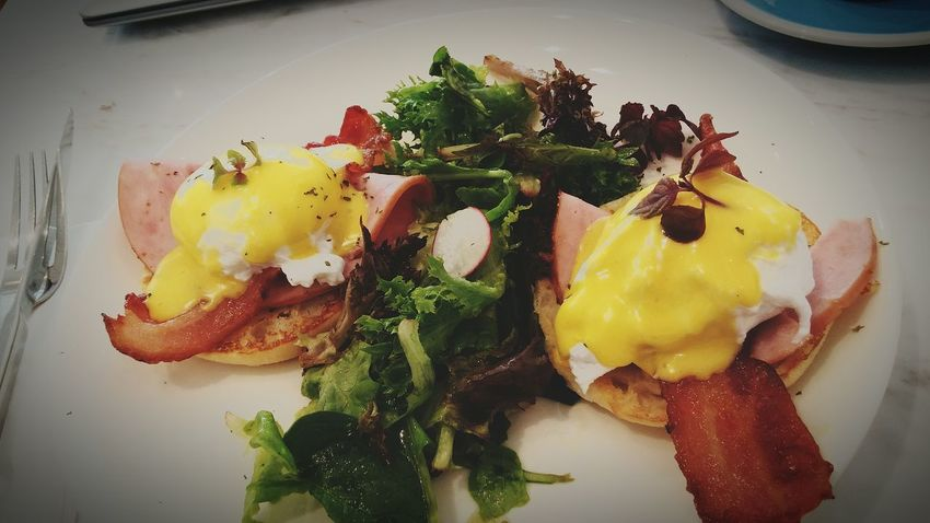Feel hungry and walk down to take a lunch at the cafe in my condo. Woo so yummy and I wish I can refresh before start to do for afternoon work. EGGBENEDICT Lunch Cozycafe Favourite Yummy♡