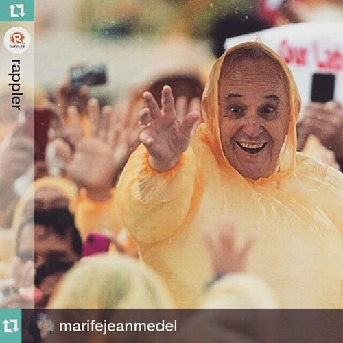 Thank you Pope Francis for visiting our Country and Giving us new Hope and Strengthen our Faith may you Continue to touch more lives and help them find the reason for living Mercyandcompassion PopeTYSM BlessedByThePope PapaFrancescoMahalngPilipino Repost @marifejeanmedel ・・・ Such a genuine smile! 😊😇👊👋❤ Repost @rappler ・・・ Pope Francis wearing a plastic raincoat waves to well wishers after a mass in Tacloban on January 17, 2015. Photo by Johannes Eiselle/AFP PopeFrancisPh