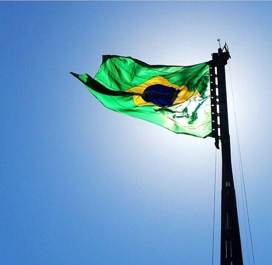 Os grilhões que nos forjava Da perfídia astuto ardil... Houve mão mais poderosa: Zombou deles o Brasil. Hello World brazil Brazil