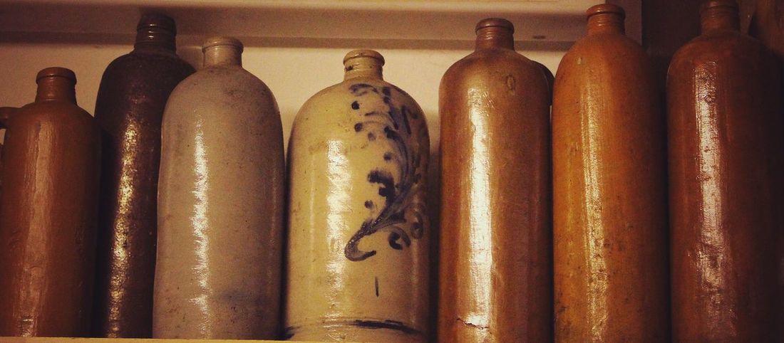Taking Photos Visiting Museum Old Stuff Retrostyle Keramik Flaschensammlung