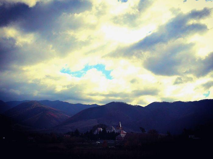 Kendeffy Castle, Sântămărie-Orlea, Hunedoara Castle Nature EyeEm Best Shots Mountains HuaweiP10 Sky Sky And Clouds Hills Shades Of Winter EyeEmNewHere An Eye For Travel