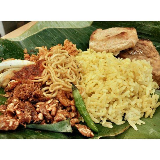 Nasikuning aka Yellowrice Nasicampur NasiBungkus nasijinggo traditionalfood Indonesiafood yummy authenticfood Bali jinggo asianfood cuisine culinary gastronomy foodie foodphotography foodgasm foodporn foodtravel foodkingdom lgg2