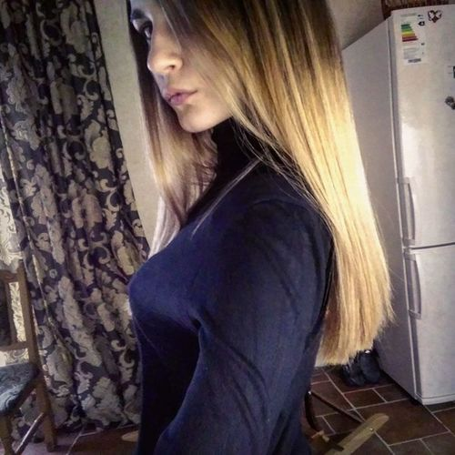 Sevsk Beautiful Woman Blacksweater Blond Hair Homesweethome Ilikeit Newcolorhair Newstyle One Person