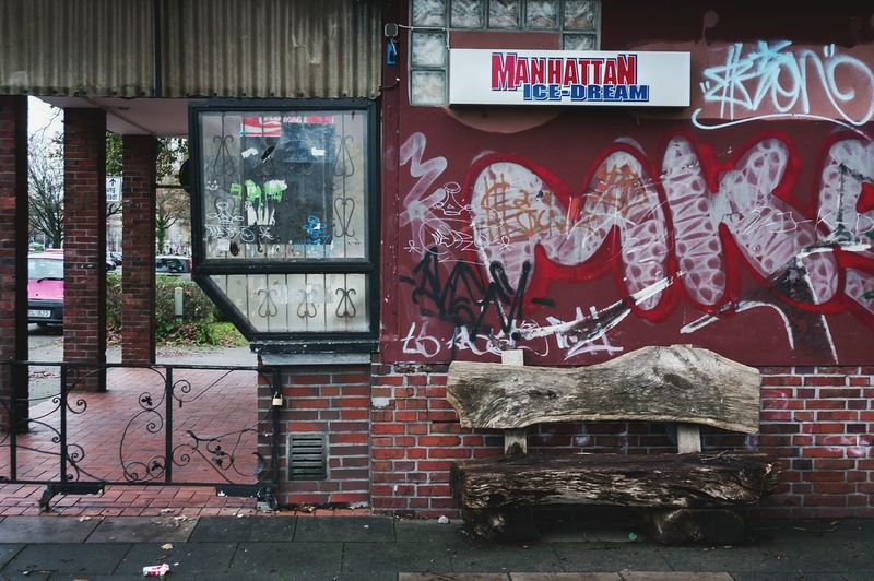 Manhattan Ice-Dream Hanging Out Taking Photos Enjoying Life Relaxing Streetphotography Everybodystreet Advertising Graffiti Manhattan Ice Dream Grid Street Car Shield Sign Label Bench Bank Bricks Wall Urban Sony taken with Sony Nex6