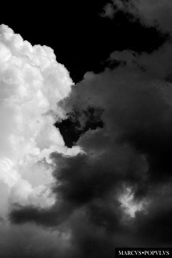 Título: Deus Portal Autor: Marcus Populus Lugar: Puerto de Pollensa (Islas Baleares) Cámara: Panasonic DMC-TZ60 Punto F: f/5.1 Tiempo de exposición: 1/1250s Velocidad ISO: 100 Distancia focal: 19mm Beauty In Nature Cloud - Sky Cloudscape Nature No People Scenics Sky Tranquility