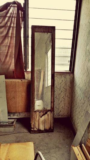 Mirror Indoors  House Architecture ARCHITECT Wood Retro Cupboard Retro Broken Patterns Broken Down House Texture Door No People Architecture Textures And Patterns WoodgrainAllUpInMyRide