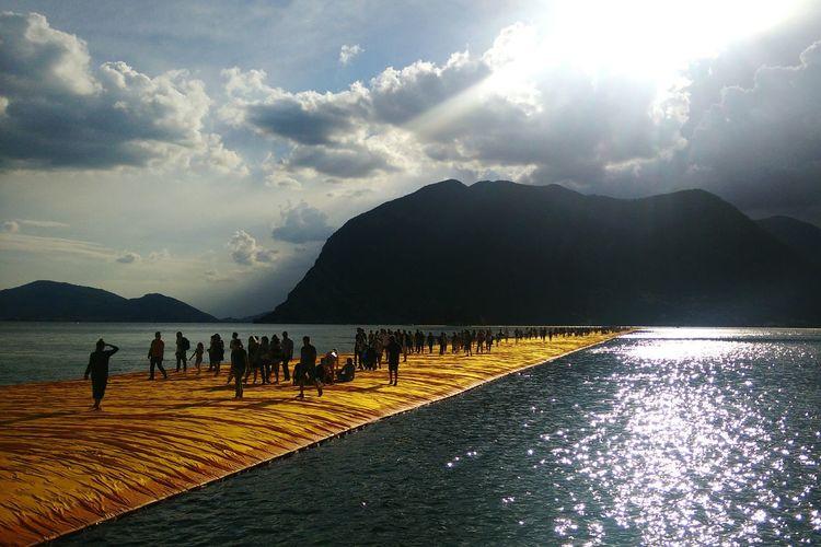 43 Golden Moments Floating Piers Christo LandArt Italy Sulzano Iseolake Gold People Landscape