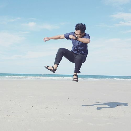 Beachtime Enjoying Life Photography Soft Focus Beachphotography Beach Life Beach Photography Laut Photograph Beachday Beach Beach Time Jumpshot Jumpman Jumping Shot Jump Jumpoftheday