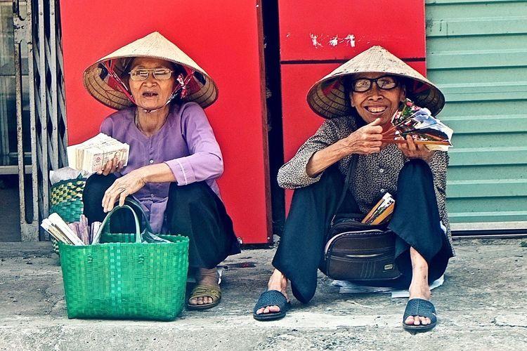 Hanoi Hanoi Vietnam  Oldlady Money Money Money Money Money Around The World Streetphotography Street Vendor Old But Awesome Old Ladies