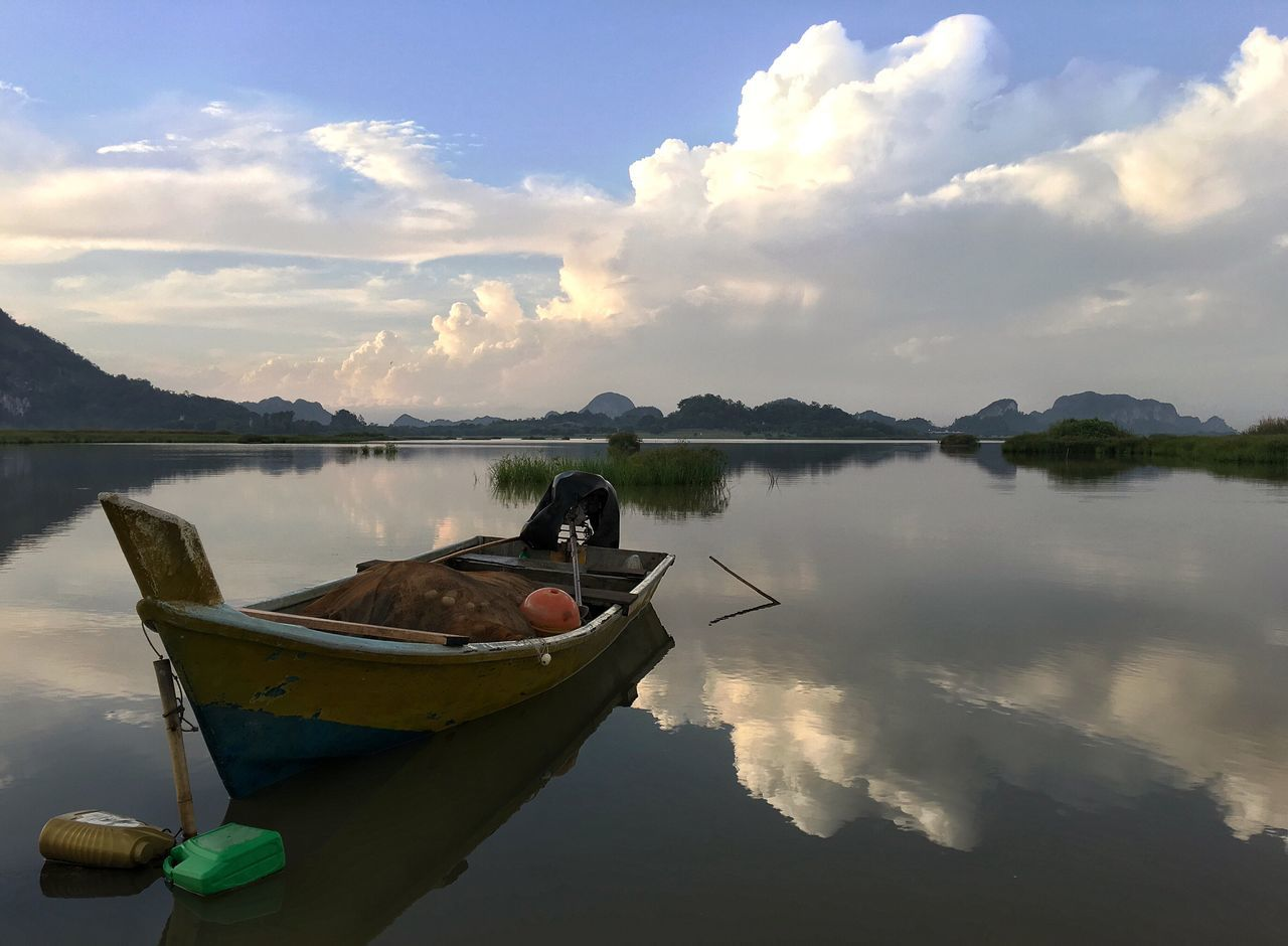 water, nautical vessel, transportation, sky, moored, tranquility, tranquil scene, nature, cloud - sky, scenics, beauty in nature, mode of transport, reflection, outdoors, lake, day, rowboat, no people, outrigger