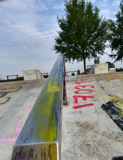 bdr Halfpipe Miniramp Skatepark Curb Kanten Railing Tree Day Sky Cloud - Sky No People Plant Nature Outdoors Multi Colored Transportation Text Graffiti Land Close-up Focus On Foreground Communication Wood - Material Mode Of Transportation Architecture Flag